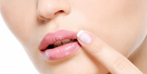 Народное лечение герпеса на губах