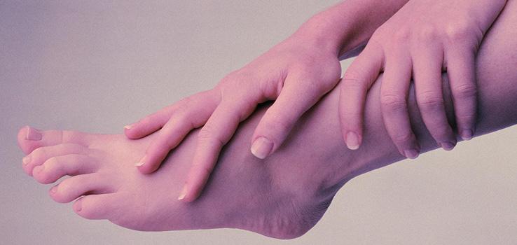 При ходьбе болят икры ног