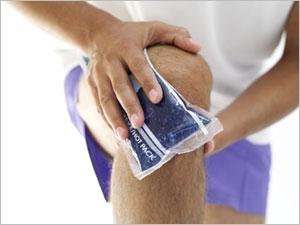 Опухло колено и болит